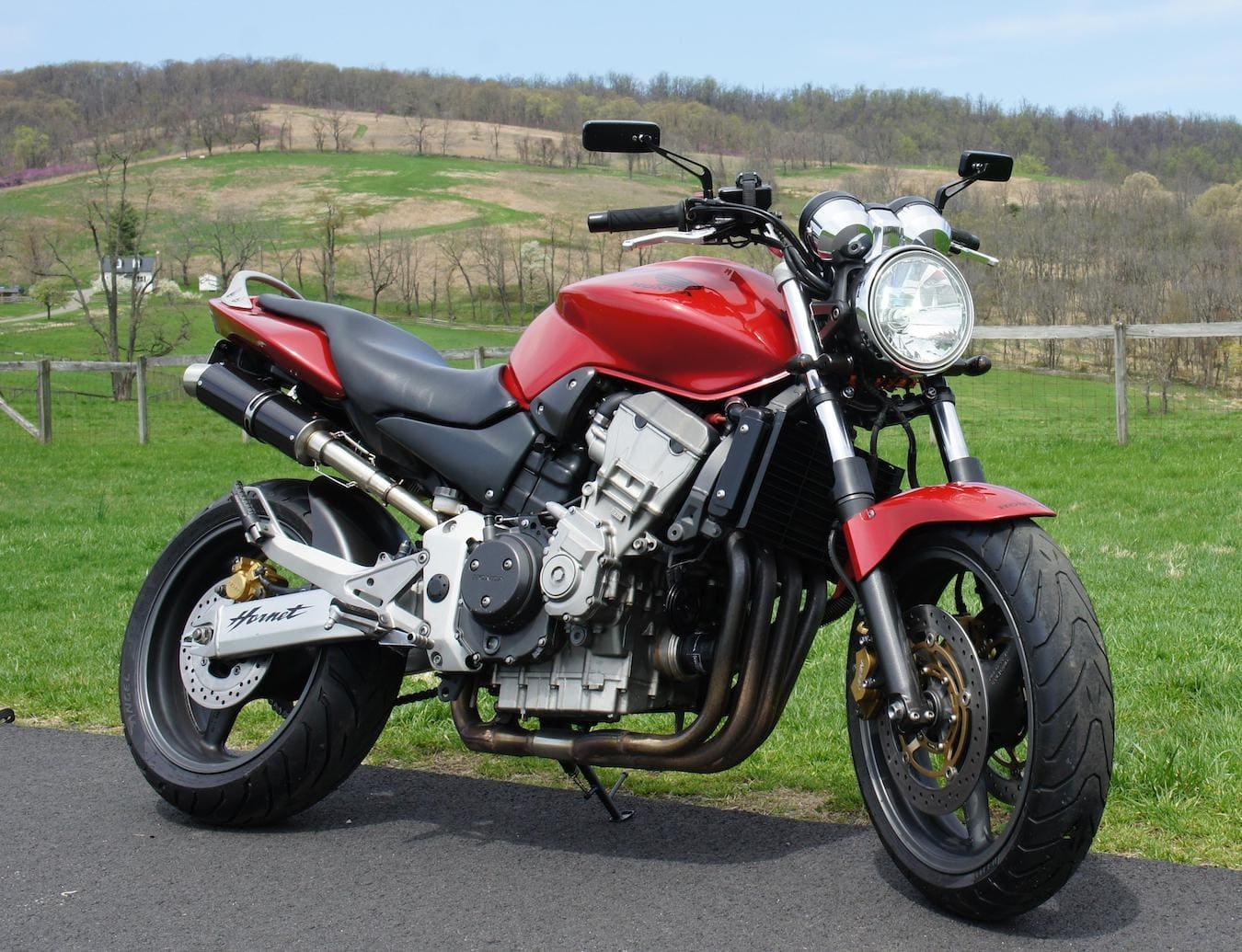 Honda CB900 919 Hornet, a modern equivalent of the venerable Honda CB900F Bol d'or